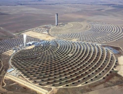 Israël inaugure une grande centrale thermo-solaire au Néguev.